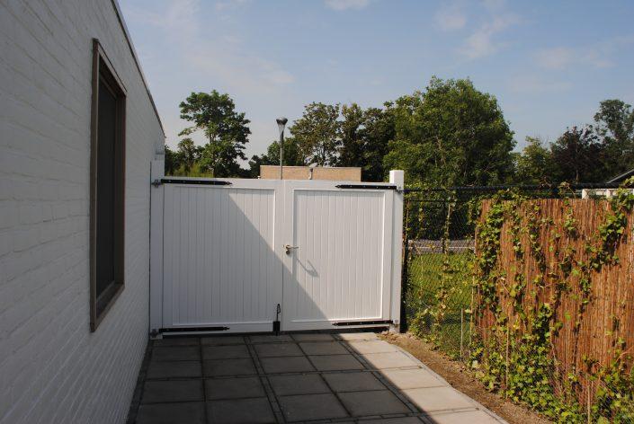 dubbele houten gelakte tuinpoort Retranchement